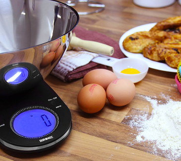 Gram Weigher Kitchen Scales With Blue Screen