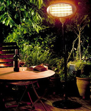 2KW Electric Patio Heater Free Standing In Beer Garden