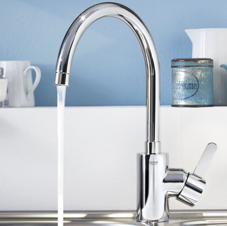 Grohe Eurosmart Cosmopolitan Kitchen Tap With Water Running