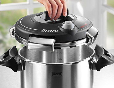 18:10 Steel 1-Hand Pressure Cooker With Black Lid