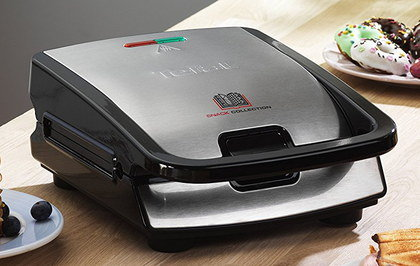 700 Watts Cheese Toastie Maker With Black Handle