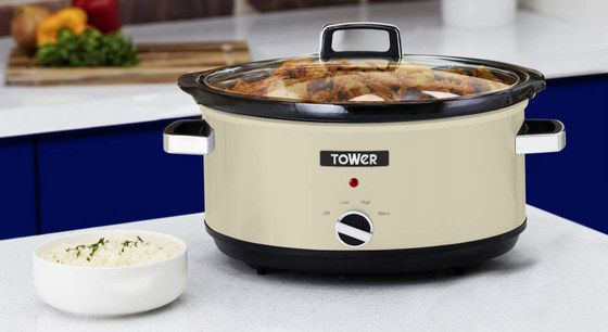 Slow Cooker Pot With Black Round Base