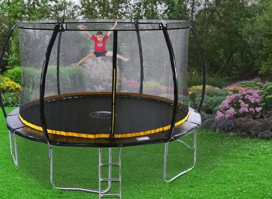 Trampoline With Curved Net Enclosure