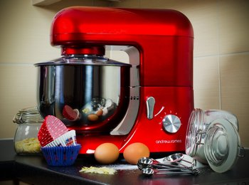 Mixer With Pulse In Red With Metal Dish
