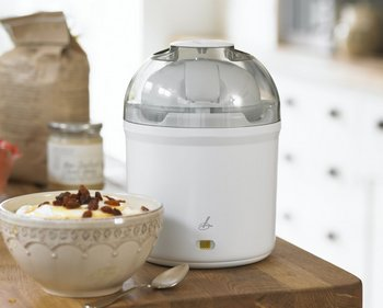 Yoghurt Machine In White With See-Through Cover