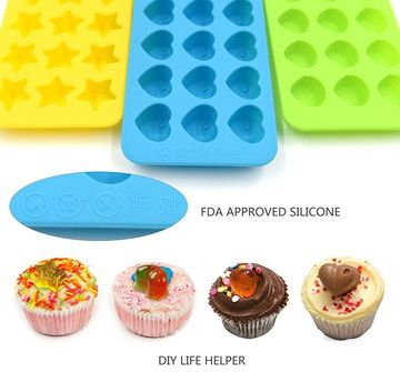 Folding 15 Cup Silicone Muffin Pans With Small Cakes
