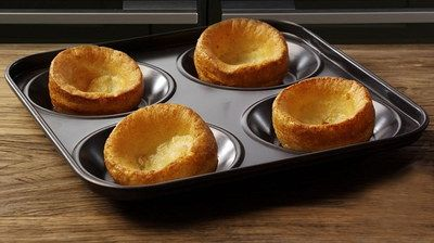 Non-Stick Yorkshire Pudding Tray With Black Exterior