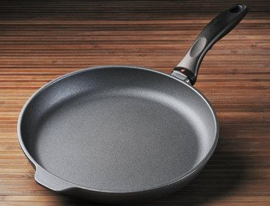Cast Metal Pancake Fry Pan With Raised Handle